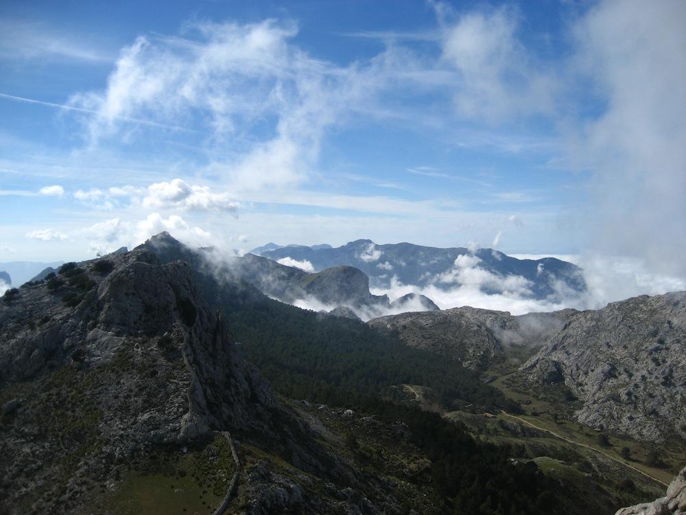 Puig L'Ofre über den Wolken