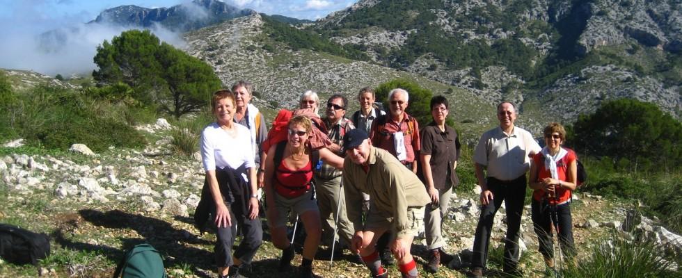 Gutgelaunte Wandergruppe am Esclop
