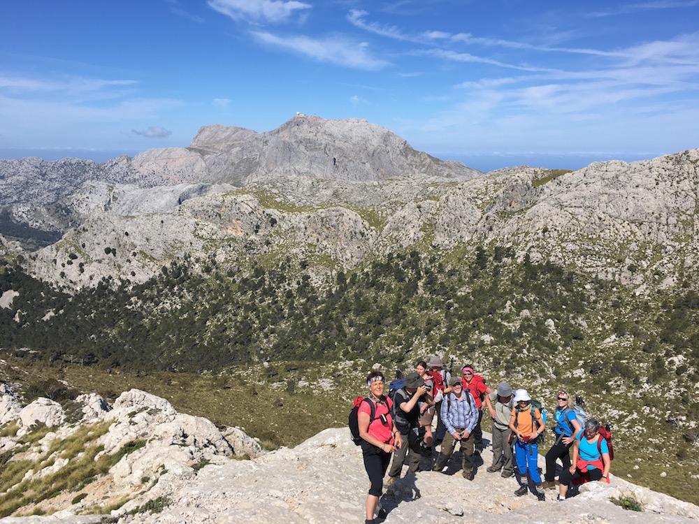 Gruppe beim Aufstieg auf die Massanella.
